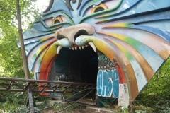 Der Spreeblitz fährt in eine Höhle