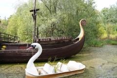 Schwanenboot und Piratenschiff