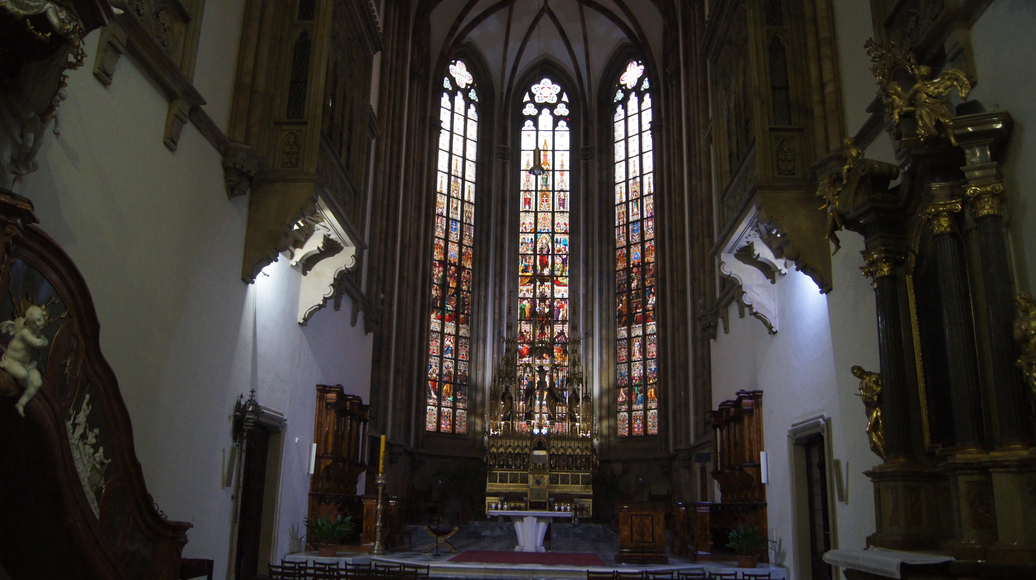 Das Fenster der Peter und Paul Kathedrale in Brno