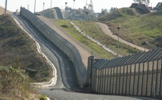 Ein kleiner Teil des Zaunes zwischen Mexiko und den USA